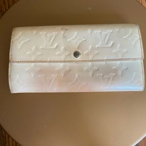 Aut Louis Vuitton beige vernis leather long wallet